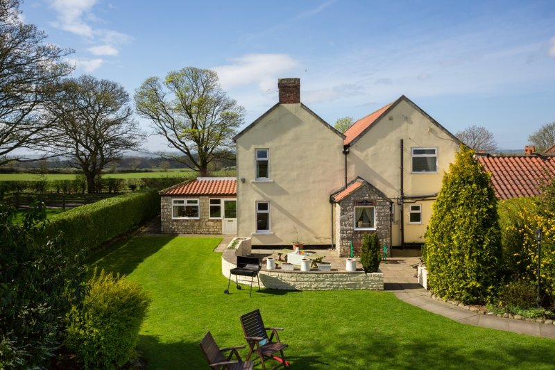 The Farmhouse located in Bedale, North Yorkshire - Image 1 - Bedale - rentals