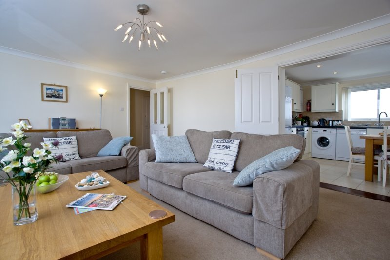 42 Moorings Reach located in Brixham, Devon - Image 1 - Brixham - rentals