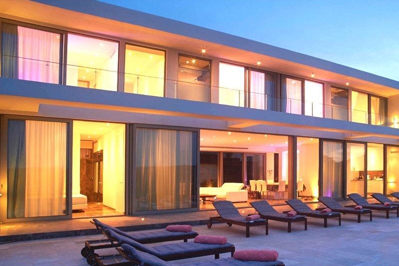 Villa Minimal - Image 1 - Roca Llisa - rentals