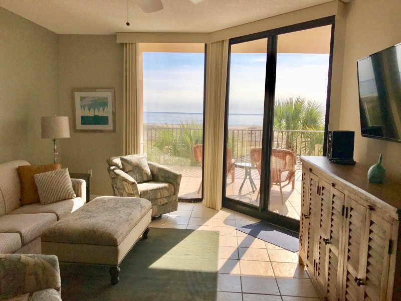 Living space with ocean view  - Oceanfront 2B/2B X-large Balcony - Orange Beach - rentals