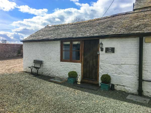 THE OLD STABLES, underfloor heating, off road parking, courtyard patio, in - Image 1 - Knockin - rentals