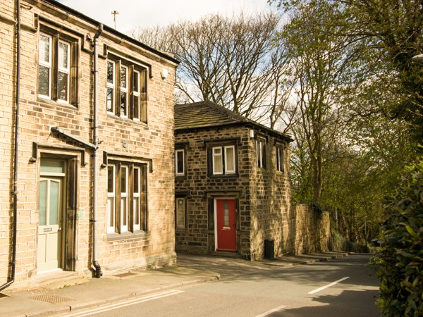 ONE SHARP LANE, country holiday cottage, with a garden in Almondbury, Ref 29158 - Image 1 - Huddersfield - rentals