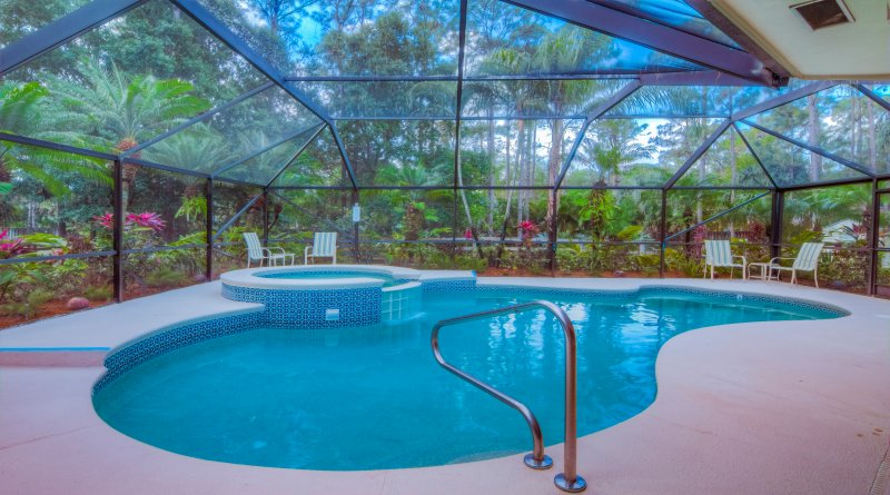 The heated pool and spa are screened and surrounded by lush tropical landscaping - SCRND HEATED POOL/SPA-FAST WIFI-PET FRIENDLY-MINS. TO BEACH & ROGER DEAN-WASH/DR - Jupiter - rentals