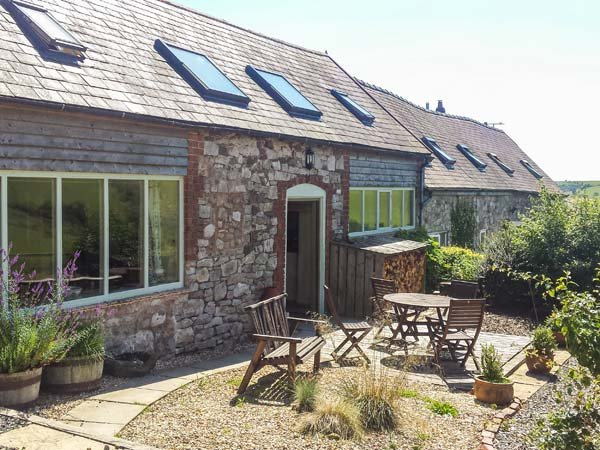 CREAGH DHU, family friendly, country holiday cottage, with open fire and WiFi in Ratlinghope, Ref 8871 - Image 1 - Church Stretton - rentals