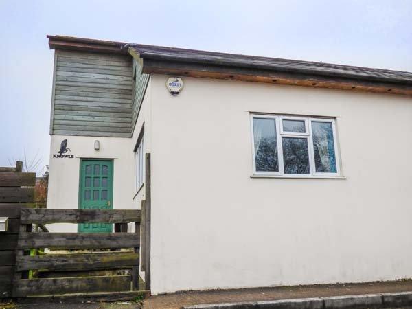 KNOWLES, pet-friendly, en-suite facilities, wonderful touring base, comfortable cottage near Lyme Regis, Ref. 905488 - Image 1 - Uplyme - rentals