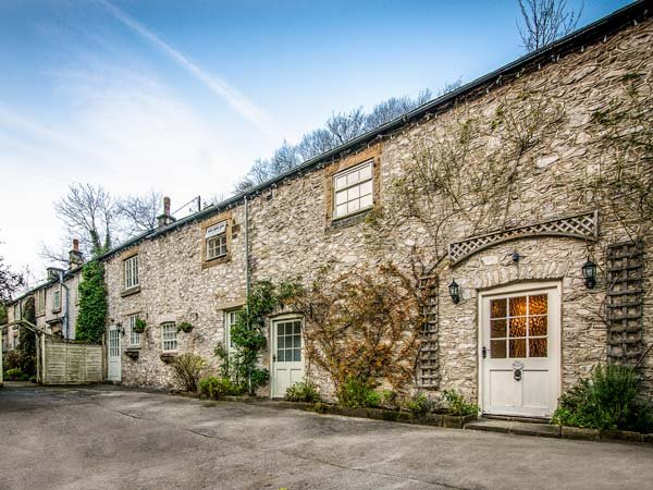 THE BARN, pet-friendly, WiFi, private patio, nr Buxton, Ref 936234 - Image 1 - Buxton - rentals