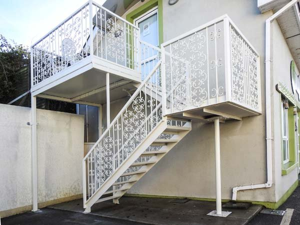 LOS HIBISCOS, open plan accommodation, close to amenities, off road parking, in Enniscorthy, Ref 937321 - Image 1 - Enniscorthy - rentals