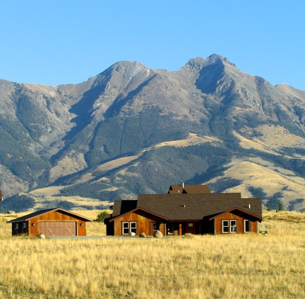 Yellowstone Rustic Ranch house, Emigrant Peak in background - Wonderful for Family Get-Togethers - Emigrant - rentals