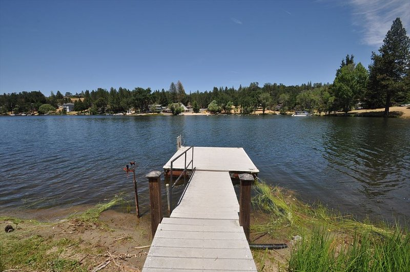 Private dock. Pine Mountain Lake Lakefront Sierra Lakeshore Escape Unit 4 Lot 109 - Luxe Lakefront, Yak, WIFI, Slps10-12, 25m>Yosemite - Groveland - rentals