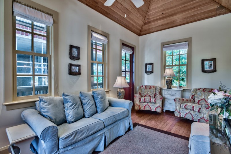 Big Thyme Carriage House is cozy and comfortable for a small family. - Cozy carriage house in the heart of Rosemary Beach - Big Thyme Carriage House - Rosemary Beach - rentals