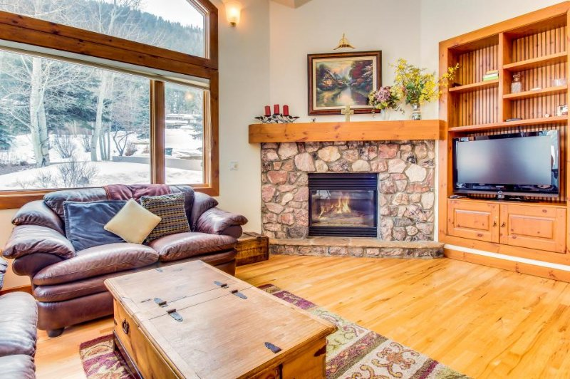 Immaculate and palatial dog-friendly estate in Eagle Vail - close to skiing - Image 1 - Colorado - rentals