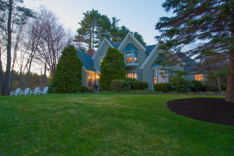 Luxurious, private home with golf-course views and a pergola - Image 1 - Kennebunkport - rentals