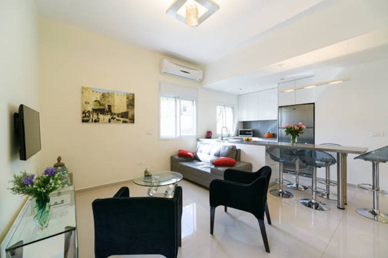 Living room, (open space with kitchen) - Modern & Central by the Beach with Elevator - Tel Aviv - rentals