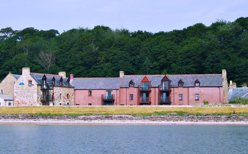 right on the beach - Dolphin Bay Suites, superb apartments nr Inverness - Inverness - rentals