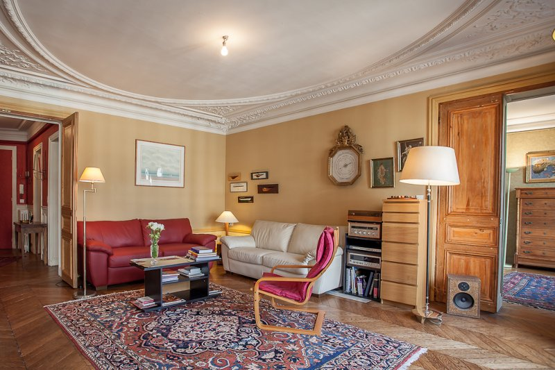 Spacious living area when you walk in - With spendid balcony views on the Arc de Triomphe - Paris - rentals