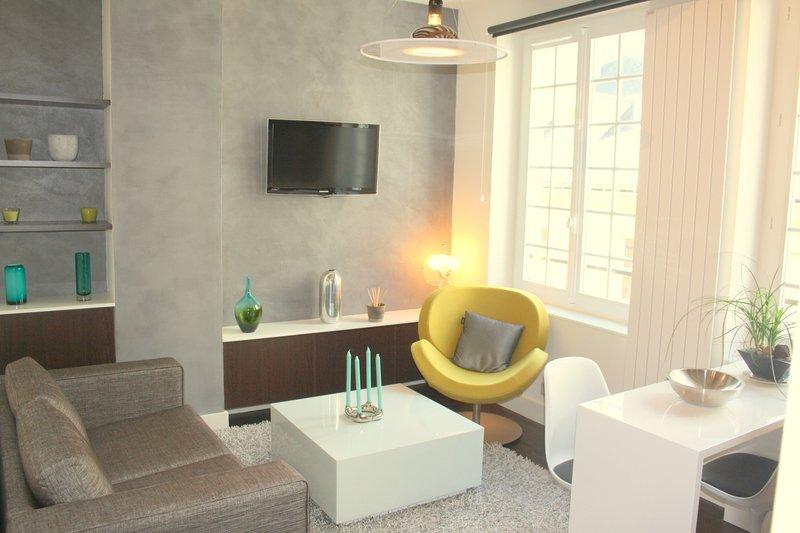 rue de Sévigné | A haven for two, Place des Vosges just around the corner - Image 1 - Paris - rentals