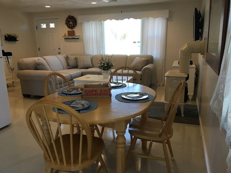 Dining table - 24 Shawme Ave - Sandwich - rentals