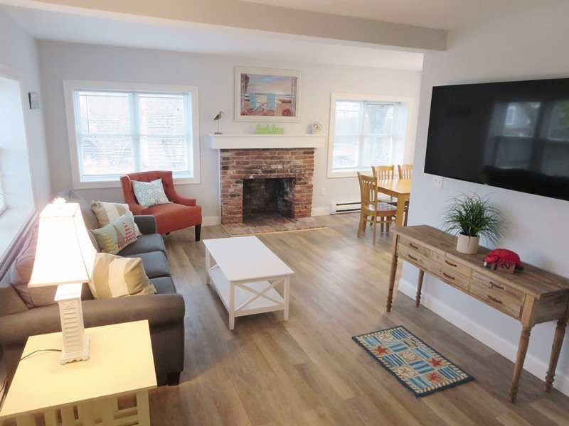 Welcome to Sandy Paws-Open living area with flat screen TV and WIFI - 11 Oyster Drive Chatham Cape Cod New England Vacation Rentals - 11 Oyster Drive Chatham Cape Cod - Sandy Paws - Chatham - rentals