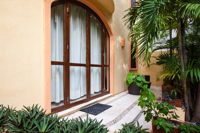 COCCINELLA B102 - One Block from 5th Ave & Mamitas - Image 1 - Playa del Carmen - rentals