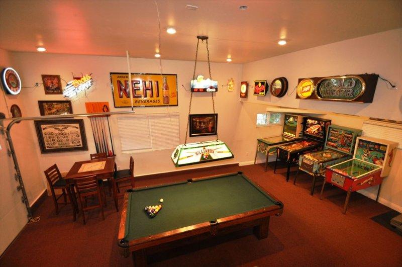 Fabulous gameroom in the garage, Unit 1 Lot 100 Pine Mountain Lake Vacation Rental Creme de la Creme %351 - Awesome GameRm Upscale SmlPetOK WIFI 25m>Yosemite - Groveland - rentals