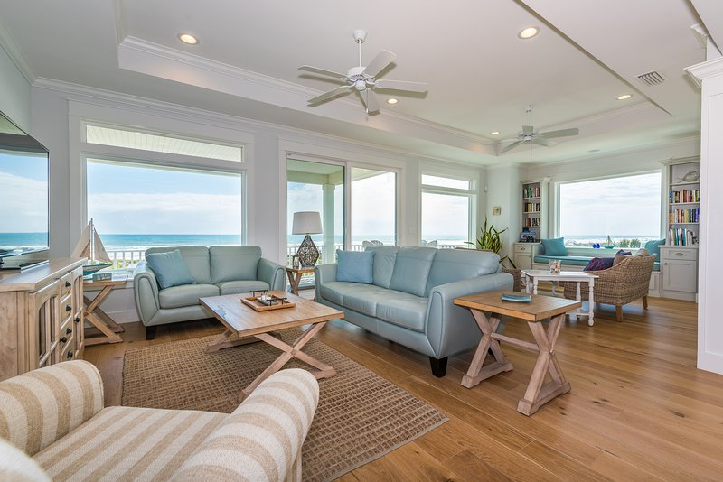 Oceanfront great room w/ sweeping views and plenty of seating for everyone! - NEW OCEANFRONT, 5 MASTER KING SUITES, POOL, ELEVATOR, SWEEPING VIEWS, SLEEPS 14! - Saint Augustine Beach - rentals