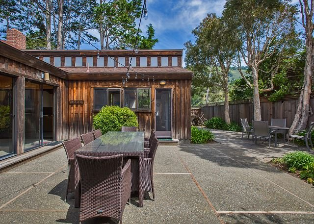 Spacious three bedroom home close to the beach - Image 1 - Stinson Beach - rentals