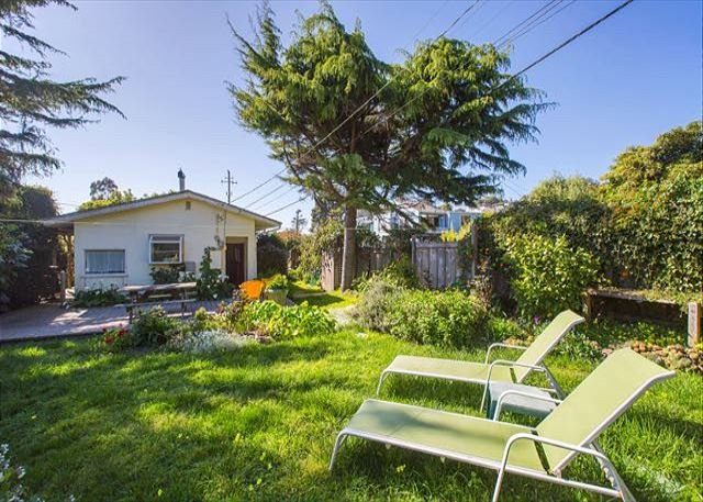 7 Arenal Ave is a cozy two bedroom, one bath cottage with beautiful garden. - Image 1 - Stinson Beach - rentals