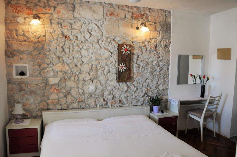 Pinta Lumbarda (apartment for 2/B ) - Image 1 - Lumbarda - rentals