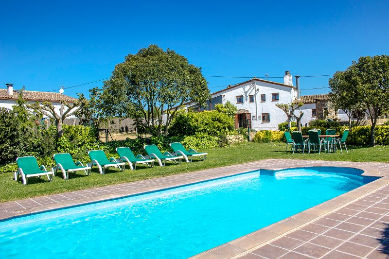 Majestic Catalan mansion in Riudarenes for 20 guests, located just outside of - Image 1 - Riudarenas - rentals