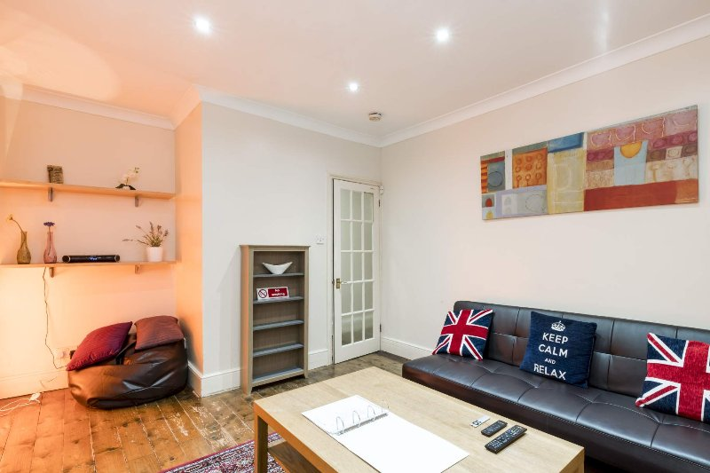 Amazing 1 Bedroom in Notting Hill with Free Wifi - Image 1 - London - rentals