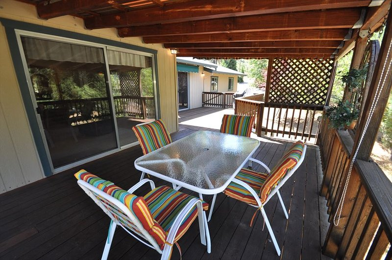 Unit 4 Lot 69 Pine Mountain Lake vacation rental Little Bear Lodge 1/2-mile to Lake Lodge Beach. All images are copyrighted and the sole property of YRR, ALL RIGHTS RESERVED. - 1/2m>LakeLodgeBeach PingPong Sleeps8 25m>Yosemite - Groveland - rentals
