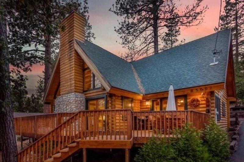 Rejuvenating Luxurious Mountain Log Home Tucked away in Idyllwild, Ca - Image 1 - Idyllwild - rentals