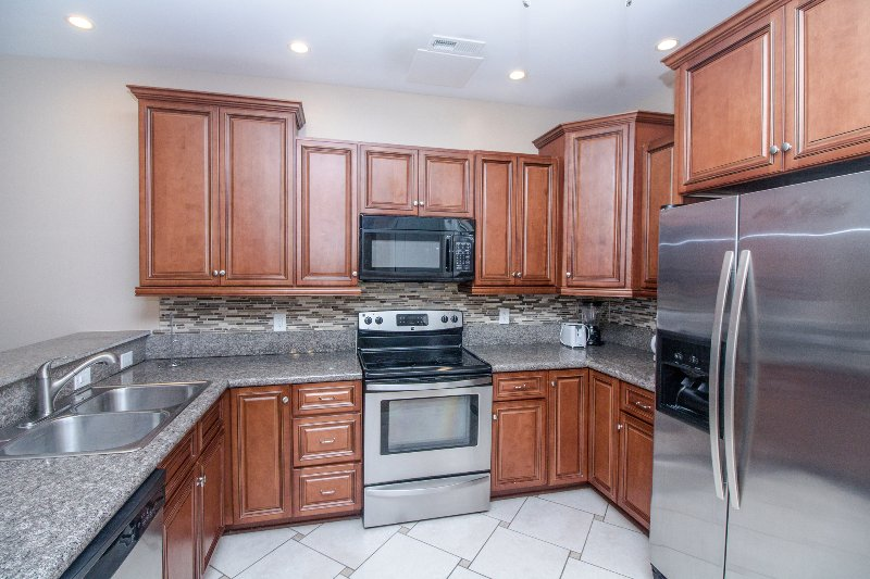 Stunning Ocean 7 Vacation Condo with Pool Table and Right Next to Beach - Image 1 - Myrtle Beach - rentals