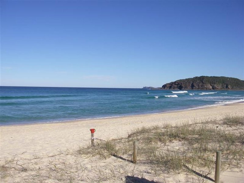 * WAVERIDER 2   -   2/4 Harrow Drive Boomerang Beach - Image 1 - Elizabeth Beach - rentals