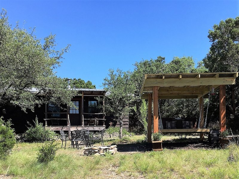 Secluded cabin in the woods with new swing - Little cabin in the woods with private hot tub - Wimberley - rentals