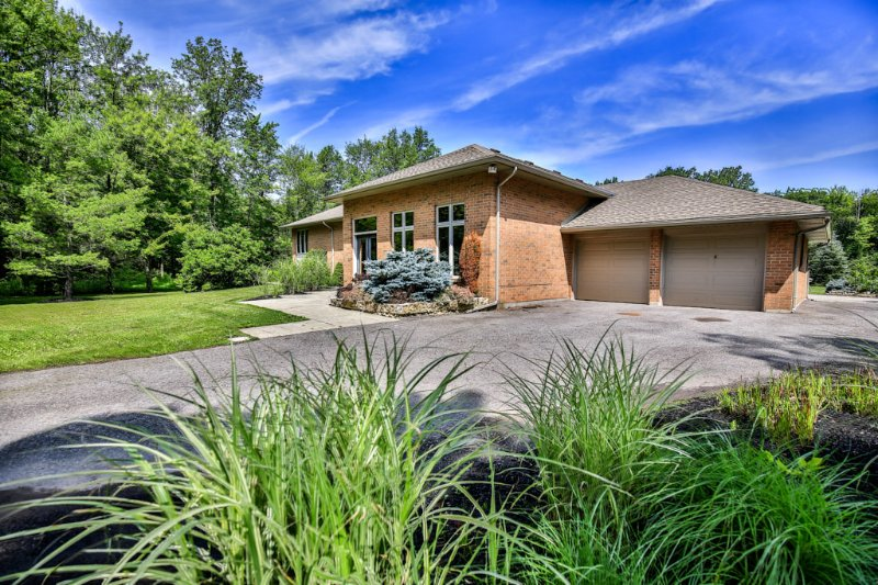 Crown Jewel 3 Country Side Retreat - Image 1 - Niagara Falls - rentals