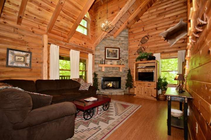 Welcome to Haley's Hideaway Homestead, an adorable cabin in the heart of the Smoky Mountains! - Haley's Hideaway Family Retreat! Mtn Views - Game Room & Jacuzzi - Pigeon Forge - rentals