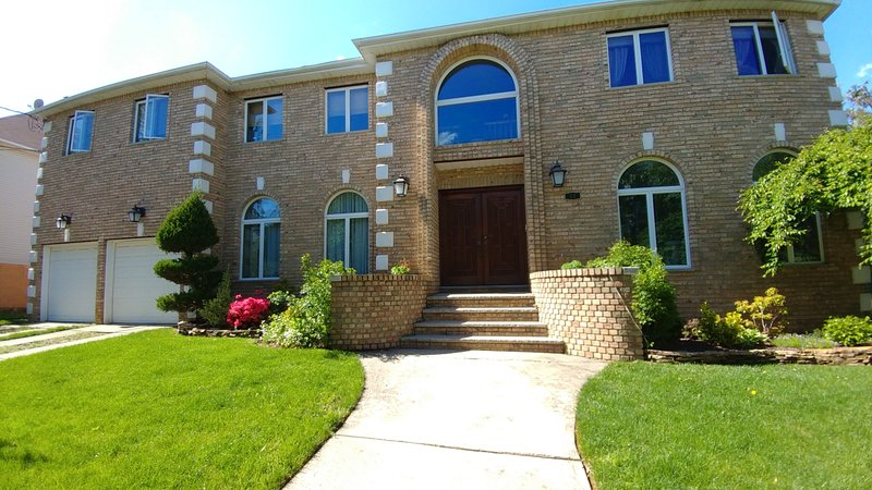 The house - Large Quiet 4BR/4BA Home, Staten Island, NY City. - Staten Island - rentals