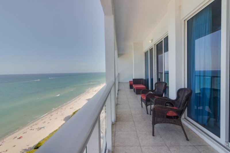 Oceanfront penthouse condo w/ shared pool and other resort amenities! - Image 1 - Miami Beach - rentals