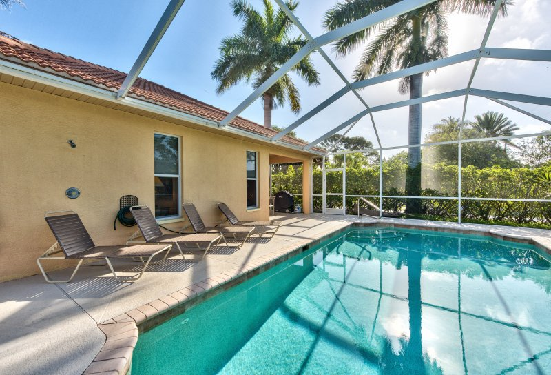 Private Pool With Southern Exposure! Lounging, Private Grill, and Screened in Lanai Make this Beach Rental Perfect for Your Trip to Sunny Naples! - Neapolitan Vacation Rental - Naples - rentals