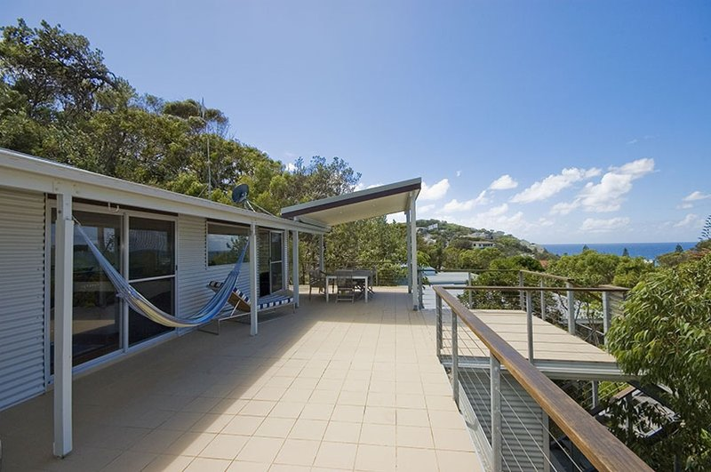 TOP DECK   -   193 Boomerang Drive Blueys Beach - Image 1 - Blueys Beach - rentals