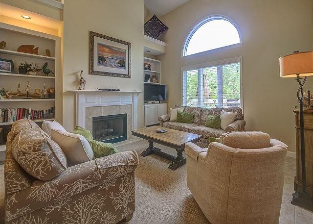 Living Area - 7634 Huntington-3 Bedroom w/ pretty canal views - Hilton Head - rentals