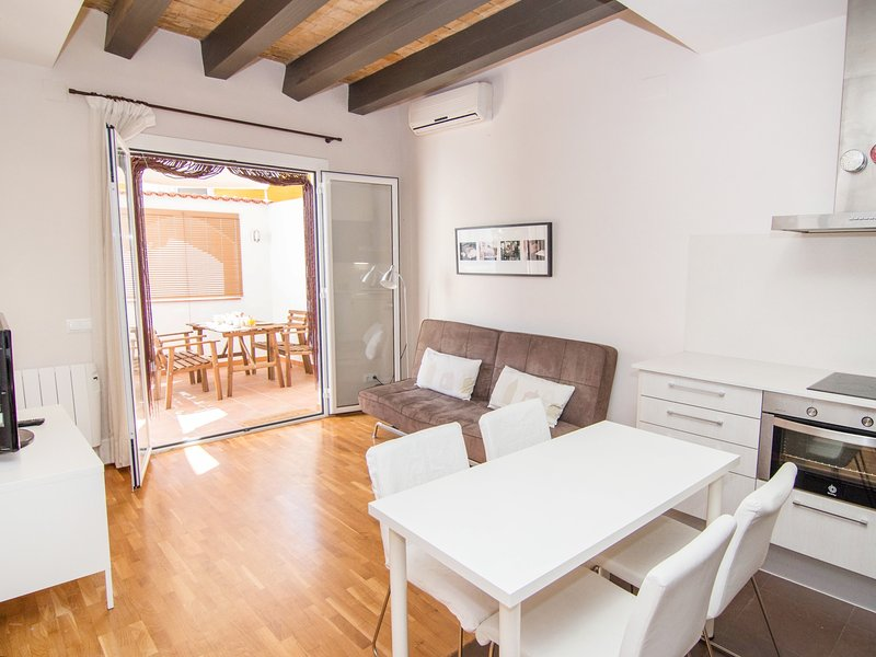 Adorable apartment in the center, with AC, WiFi and a nice terrace in Sitges. - Image 1 - World - rentals