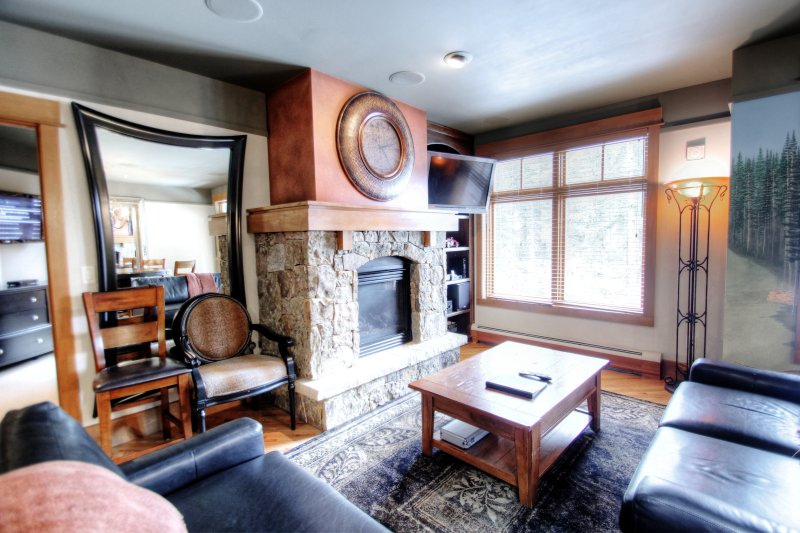 "SkyRun Property - ""3044 Lone Eagle"" - Living Room - 3044 Lone Eagle - Keystone - rentals"
