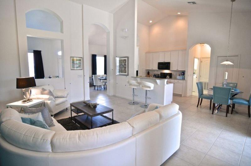 4019OL. Luxurious 4 Bedroom 3 Bath Pool Home in Solterra Resort - Image 1 - Loughman - rentals