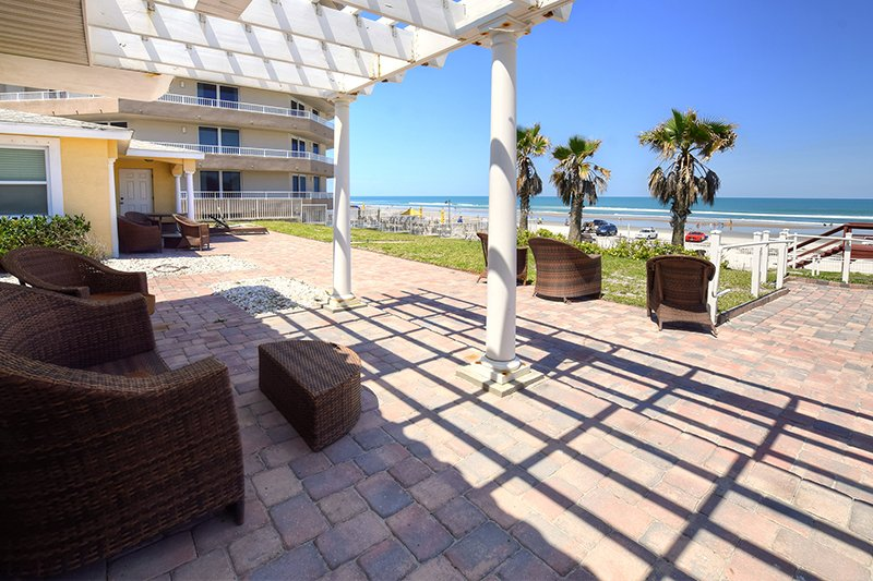 Luxurious 4Bed/3.5Bath Oceanfront Condo @Med Villa - Image 1 - Daytona Beach - rentals