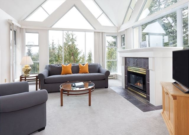 Woodrun Lodge 517 | Ski-in/Ski-out, Fireplace, Common Hot Tub and Pool - Image 1 - Whistler - rentals