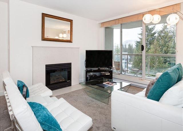 Woodrun Lodge #511 |  2 Bedroom + Den Ski-In/Ski-Out Condo, Shared Hot Tub - Image 1 - Whistler - rentals