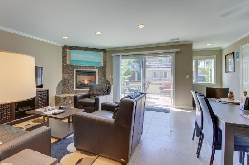 Beautiful home w/private patio just minutes from the beach - Image 1 - Newport Beach - rentals