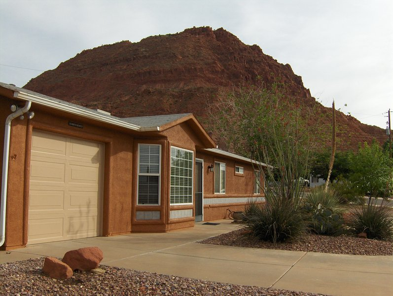 Newly Painted Exterior - Ivins' Red Mountain Views Vacation House - Ivins - rentals